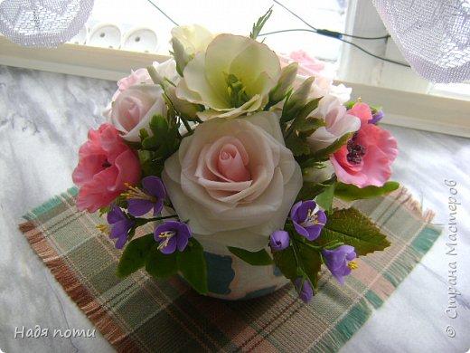 Вот такой букетик получился .Роза из глинки Fleur ,а все остальные цветочки и зелень из самоварного фарфора.Горшочек временный ,так как еще не приобрела что-то подходящее. фото 7