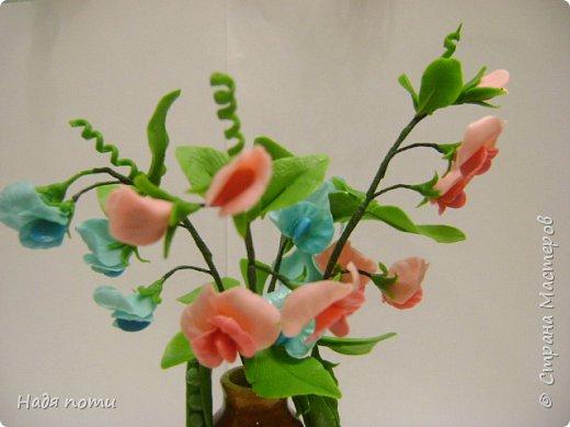 Вот такой букетик получился .Роза из глинки Fleur ,а все остальные цветочки и зелень из самоварного фарфора.Горшочек временный ,так как еще не приобрела что-то подходящее. фото 11