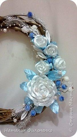 Вот такой наборчик сделала на Новый год. Цветы из атласной ленты плюс декор. фото 7