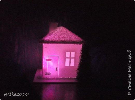 Вот такие подарочки мы с сыном сделали перед Новым годом. Все домики хоть и выглядят похоже, но ночью светятся по-разному. фото 7
