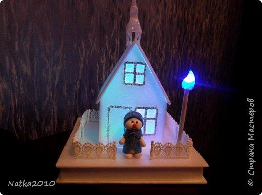 Вот такие подарочки мы с сыном сделали перед Новым годом. Все домики хоть и выглядят похоже, но ночью светятся по-разному. фото 2