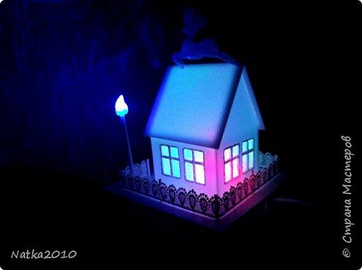 Вот такие подарочки мы с сыном сделали перед Новым годом. Все домики хоть и выглядят похоже, но ночью светятся по-разному. фото 3
