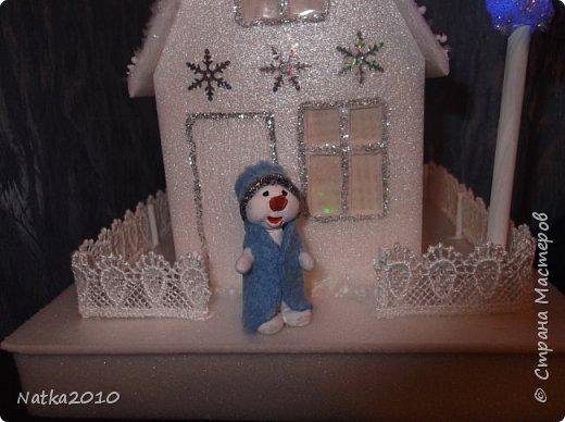Вот такие подарочки мы с сыном сделали перед Новым годом. Все домики хоть и выглядят похоже, но ночью светятся по-разному. фото 5
