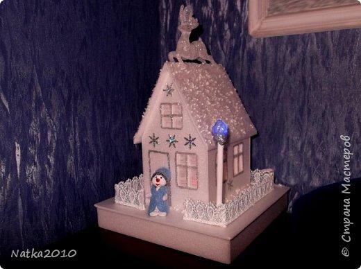 Вот такие подарочки мы с сыном сделали перед Новым годом. Все домики хоть и выглядят похоже, но ночью светятся по-разному. фото 4