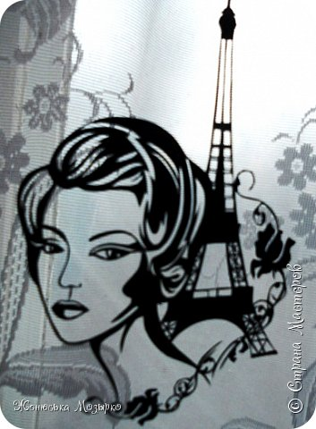 Я назначаю встречу Вам в Париже Под листопадом сумасшедшим, рыжим На площади, у Нового Моста, Где в потемневших арках плещут воды, Где берега и каменные своды Целуют Сены влажные уста. Не опоздайте! – Я прошу Вас очень, Ведь назначать свиданья, между прочим, Не позволяет даме этикет. И мне в подарок (если захотите) У молодой цветочницы купите Камелий белых утренний букет. Я буду ждать. О, я приду пораньше! И встану там, где целый день шарманщик За горсть монет играть толпе готов: В нестройных звуках – в этих всхлипах пьяных Витает запах жареных каштанов И ароматы срезанных цветов. А Вы найдите, Вы меня найдите... Я там, где небо в голубом нефрите Стекает в город с черепичных крыш. Меня узнать легко, на самом деле, - Я та, что ждёт от Вас букет камелий, А местом встречи выбрала Париж… Юлия Вихарева. фото 1