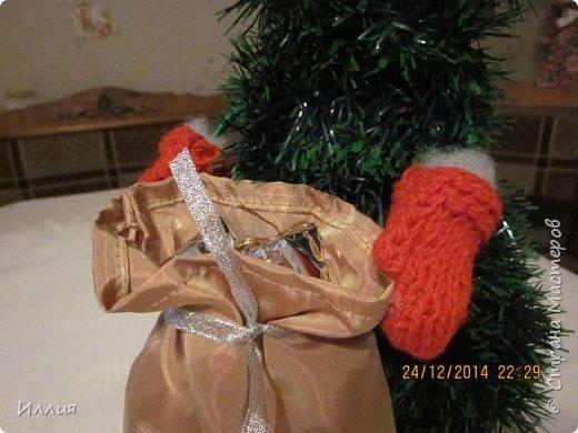 Дачно вынашивала мысль сделать елку везущую на санках мешок с подарками. И как только учитель дал нам задание сделать поделку к новогодним праздникам началась работа. Вот что из этого получилось. фото 2
