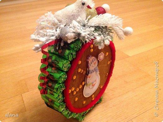 Подарили мне на праздник эти замечательный будильник. До чего ж хорош! снеговик - аппликация, на циферблате цифры  и стрелочки - камушки      фото 4