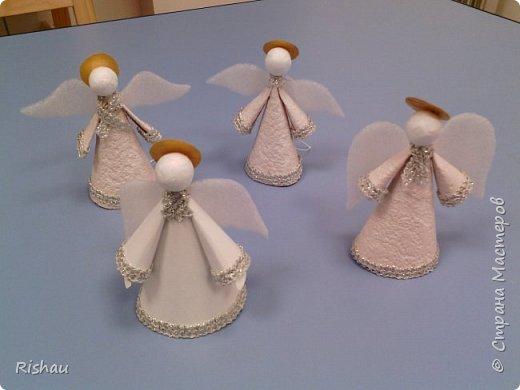 Из каких только материалов не делаются крылья для ангелов - из бумаги и картона, из ткани и фетра, из проволоки и органзы, из перьев, из бисера и т.д... Какие должны быть крылья? - легкие и воздушные, но при этом держать форму... фото 1