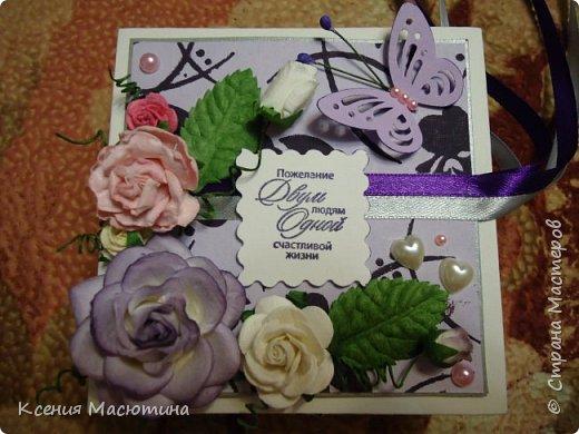 """Коробочка 11х11 см, картон, ватман, дизайнерская бумага, готовые цветы, лента, стразы, подвеска """"Сердечки"""" фото 9"""