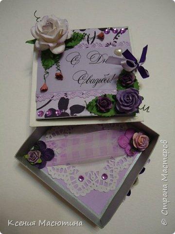 """Коробочка 11х11 см, картон, ватман, дизайнерская бумага, готовые цветы, лента, стразы, подвеска """"Сердечки"""" фото 7"""