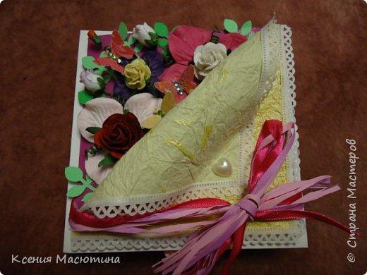 """Коробочка 11х11 см, картон, ватман, дизайнерская бумага, готовые цветы, лента, стразы, подвеска """"Сердечки"""" фото 4"""