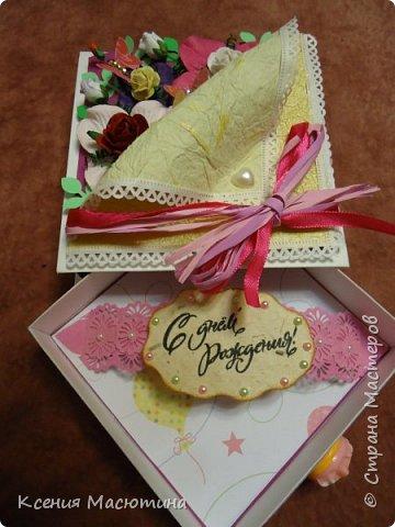 """Коробочка 11х11 см, картон, ватман, дизайнерская бумага, готовые цветы, лента, стразы, подвеска """"Сердечки"""" фото 5"""