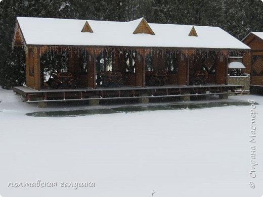 На 50-летний юбилей мужа, я подарила ему путевку на новогодние праздники в Карпаты, естественно на два человека ,т.е на него и себя)).Приехали мы в Прикарпатье 30 декабря утром. Вот такой красотой нас встретили горы. фото 2