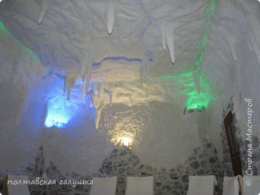 На 50-летний юбилей мужа, я подарила ему путевку на новогодние праздники в Карпаты, естественно на два человека ,т.е на него и себя)).Приехали мы в Прикарпатье 30 декабря утром. Вот такой красотой нас встретили горы. фото 19