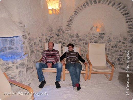 На 50-летний юбилей мужа, я подарила ему путевку на новогодние праздники в Карпаты, естественно на два человека ,т.е на него и себя)).Приехали мы в Прикарпатье 30 декабря утром. Вот такой красотой нас встретили горы. фото 18