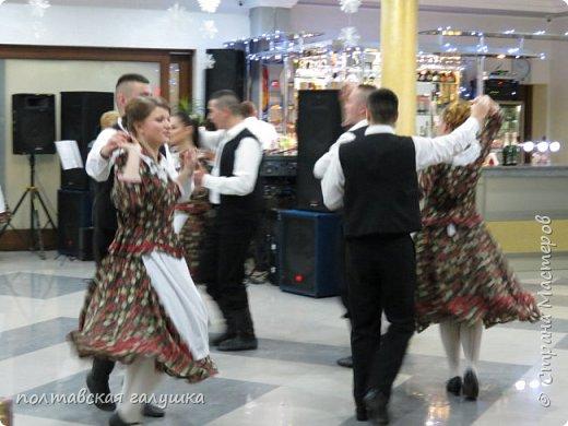 На 50-летний юбилей мужа, я подарила ему путевку на новогодние праздники в Карпаты, естественно на два человека ,т.е на него и себя)).Приехали мы в Прикарпатье 30 декабря утром. Вот такой красотой нас встретили горы. фото 38
