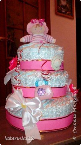 """Такой тортик """"испекли"""" на рождение маленькой принцессы. Торт с начинкой. Цветочки - это резиночки для волос. Шляпка - заколочка, ну а сумочка - прорезыватель. Сделано с любовью. фото 2"""