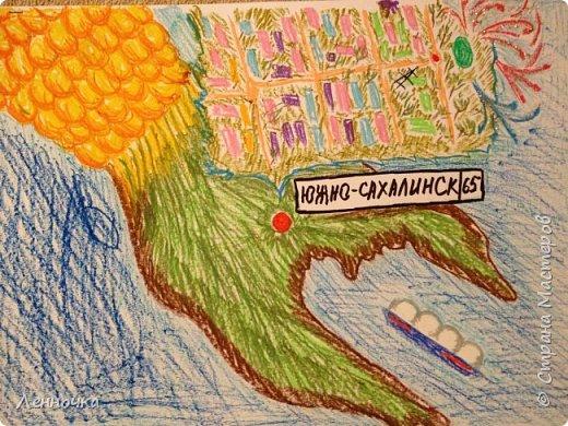 """На День города нам в саду дали задание нарисовать город. Немного истории: остров Сахалин, где находится наш чудесный город Южно-Сахалинск, очень похож на рыбу, а город расположен на """"хвостике"""" этой рыбы. Также мы изобразили газовоз, транспортирующий сжиженый природный газ, завод по добыче и переработке которого также находится на нашем острове. Мы очень любим наш маленький уютный городок!"""