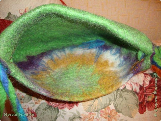 """Сумочка """"Осенний Ноктюрн""""( 30 х 18 х 5 см) выполнена из Троицкой 100%  шерсти  мериноса, полутонкой и тонкой,  разного цвета и фактуры с добавлением нитей вискозы для придания особого блеска и шика.  Узор выполнен с обеих сторон. Клапан свободно прилегает к сумке. Украшена трехслойным цветком. Свалянный отдельно от изделия, он сможет стать и брошью, и заколкой и ярким дополнением  в валяных бусах.  фото 7"""