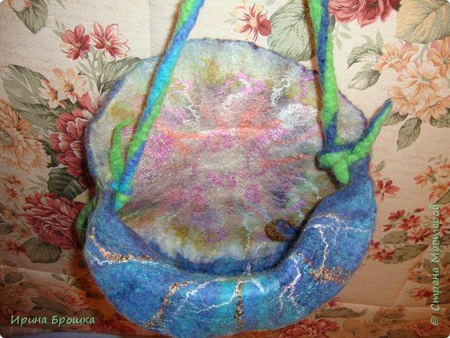 """Сумочка """"Осенний Ноктюрн""""( 30 х 18 х 5 см) выполнена из Троицкой 100%  шерсти  мериноса, полутонкой и тонкой,  разного цвета и фактуры с добавлением нитей вискозы для придания особого блеска и шика.  Узор выполнен с обеих сторон. Клапан свободно прилегает к сумке. Украшена трехслойным цветком. Свалянный отдельно от изделия, он сможет стать и брошью, и заколкой и ярким дополнением  в валяных бусах.  фото 11"""