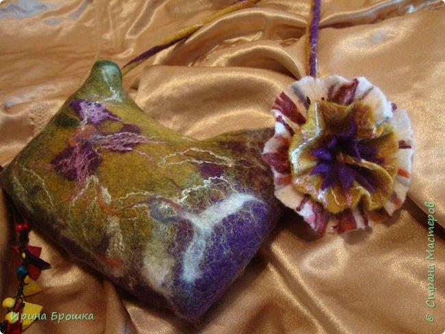 """Сумочка """"Осенний Ноктюрн""""( 30 х 18 х 5 см) выполнена из Троицкой 100%  шерсти  мериноса, полутонкой и тонкой,  разного цвета и фактуры с добавлением нитей вискозы для придания особого блеска и шика.  Узор выполнен с обеих сторон. Клапан свободно прилегает к сумке. Украшена трехслойным цветком. Свалянный отдельно от изделия, он сможет стать и брошью, и заколкой и ярким дополнением  в валяных бусах.  фото 3"""