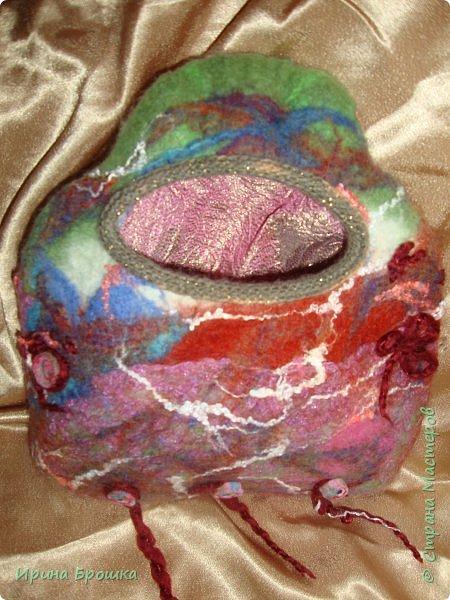 """Сумочка """"Осенний Ноктюрн""""( 30 х 18 х 5 см) выполнена из Троицкой 100%  шерсти  мериноса, полутонкой и тонкой,  разного цвета и фактуры с добавлением нитей вискозы для придания особого блеска и шика.  Узор выполнен с обеих сторон. Клапан свободно прилегает к сумке. Украшена трехслойным цветком. Свалянный отдельно от изделия, он сможет стать и брошью, и заколкой и ярким дополнением  в валяных бусах.  фото 15"""