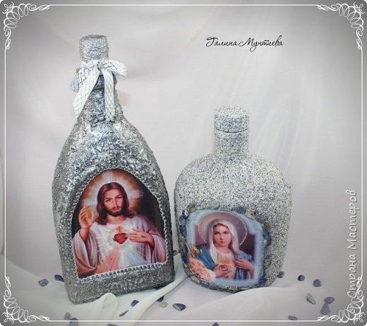 Хочу показать  бутылочки под святую воду , сделанные специально к Крещению.  На бутылочках распечатки, украшены глиттерами, на другую нанесена акриловая тяжелая моделирующая серебряная паста, по краю мотива контур. фото 1