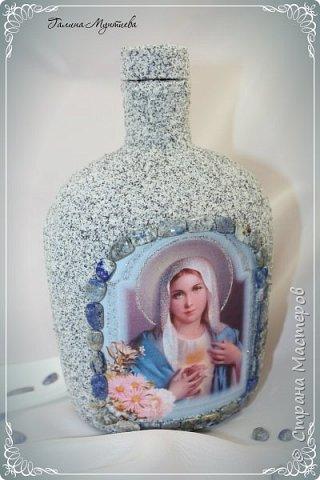 Хочу показать  бутылочки под святую воду , сделанные специально к Крещению.  На бутылочках распечатки, украшены глиттерами, на другую нанесена акриловая тяжелая моделирующая серебряная паста, по краю мотива контур. фото 2