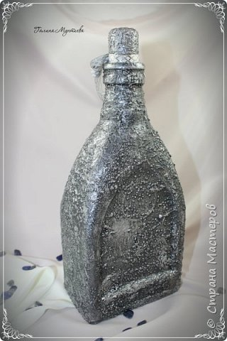 Хочу показать  бутылочки под святую воду , сделанные специально к Крещению.  На бутылочках распечатки, украшены глиттерами, на другую нанесена акриловая тяжелая моделирующая серебряная паста, по краю мотива контур. фото 7