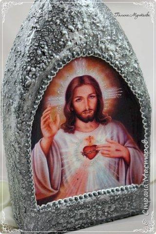Хочу показать  бутылочки под святую воду , сделанные специально к Крещению.  На бутылочках распечатки, украшены глиттерами, на другую нанесена акриловая тяжелая моделирующая серебряная паста, по краю мотива контур. фото 6