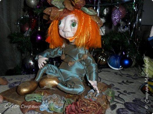 """Здравствуй СМ!!! Вот и моя самая, самая любимая куколка """"Рыжик""""!!!!!! Куколку начинала делать осенью  и ассоциировалась она именно с золотистой, солнечной осенью,с ярким солнечным лучиком, поэтому и цвет волос такой рыженький и имя """"Рыжик"""" Выполнена из папье маше на проволочном каркасе. фото 5"""
