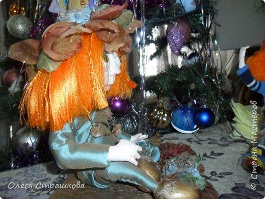 """Здравствуй СМ!!! Вот и моя самая, самая любимая куколка """"Рыжик""""!!!!!! Куколку начинала делать осенью  и ассоциировалась она именно с золотистой, солнечной осенью,с ярким солнечным лучиком, поэтому и цвет волос такой рыженький и имя """"Рыжик"""" Выполнена из папье маше на проволочном каркасе. фото 6"""