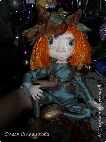 """Здравствуй СМ!!! Вот и моя самая, самая любимая куколка """"Рыжик""""!!!!!! Куколку начинала делать осенью  и ассоциировалась она именно с золотистой, солнечной осенью,с ярким солнечным лучиком, поэтому и цвет волос такой рыженький и имя """"Рыжик"""" Выполнена из папье маше на проволочном каркасе. фото 3"""