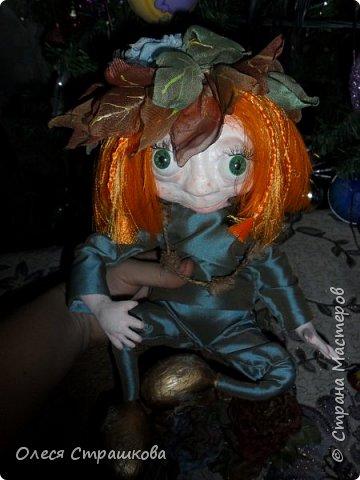 """Здравствуй СМ!!! Вот и моя самая, самая любимая куколка """"Рыжик""""!!!!!! Куколку начинала делать осенью  и ассоциировалась она именно с золотистой, солнечной осенью,с ярким солнечным лучиком, поэтому и цвет волос такой рыженький и имя """"Рыжик"""" Выполнена из папье маше на проволочном каркасе. фото 4"""