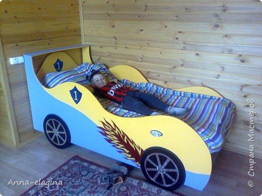 Кровать сыну на дачу. Сделана из фанеры, выпиливала лобзиком, краска алкидная (неубиваемая)))!), декор из пленки самоклейки. фото 1