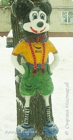 Микки Маус из снега фото 2