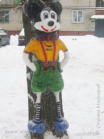 Микки Маус из снега фото 1