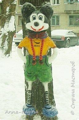 Микки Маус из снега фото 4