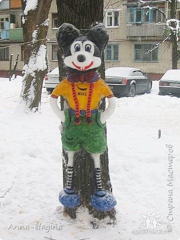 Микки Маус из снега фото 3