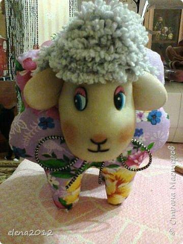 Здравствуйте мастерицы поздравляю Вас со всеми праздникоми. Вот моя куколка Маня, которую сшила на каникулах и овечки, и елка. фото 2