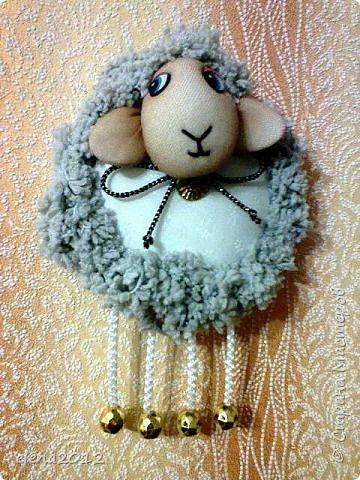 Здравствуйте мастерицы поздравляю Вас со всеми праздникоми. Вот моя куколка Маня, которую сшила на каникулах и овечки, и елка. фото 3