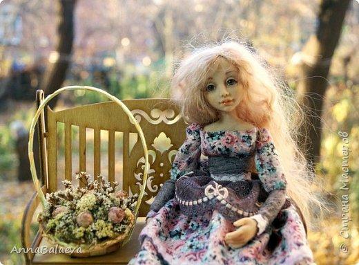 Вот такая получилась у меня куколка. У нее вращается голова и ручки, ножки - болтушки))) Она мне так нравится, что хочется для нее еще сделать разные диванчики, подушечки))) фото 6