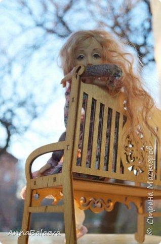 Вот такая получилась у меня куколка. У нее вращается голова и ручки, ножки - болтушки))) Она мне так нравится, что хочется для нее еще сделать разные диванчики, подушечки))) фото 5