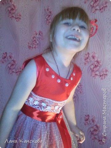 """Платье """"Рубиновые мечты"""" создавлось специально к Новому году. И, глядя на всю эту красоту, уже совсем неважно, что изначально предполагалась всего лишь юбочка-американка и приталенный блузончик к ней. Но как-то это вся картина обрисовывалась в моем мозге скукой и серостью. фото 3"""