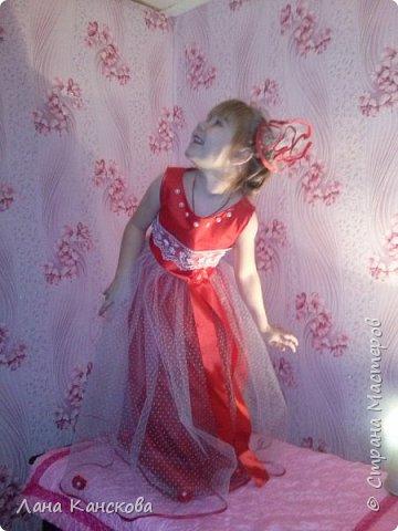 """Платье """"Рубиновые мечты"""" создавлось специально к Новому году. И, глядя на всю эту красоту, уже совсем неважно, что изначально предполагалась всего лишь юбочка-американка и приталенный блузончик к ней. Но как-то это вся картина обрисовывалась в моем мозге скукой и серостью. фото 2"""