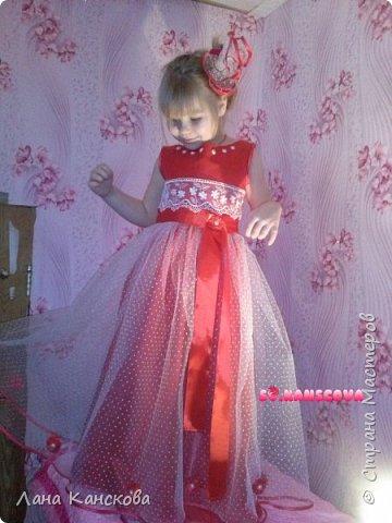 """Платье """"Рубиновые мечты"""" создавлось специально к Новому году. И, глядя на всю эту красоту, уже совсем неважно, что изначально предполагалась всего лишь юбочка-американка и приталенный блузончик к ней. Но как-то это вся картина обрисовывалась в моем мозге скукой и серостью. фото 1"""