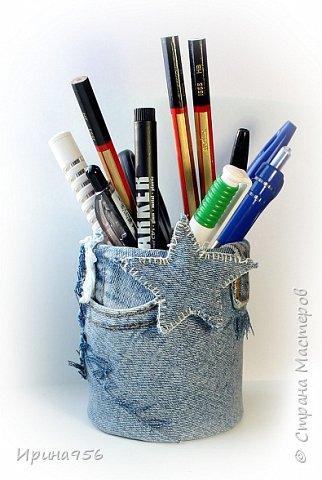 Картонная коробка обклеена лоскутами от старых джинсов: фото 14