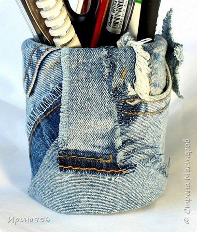 Картонная коробка обклеена лоскутами от старых джинсов: фото 17