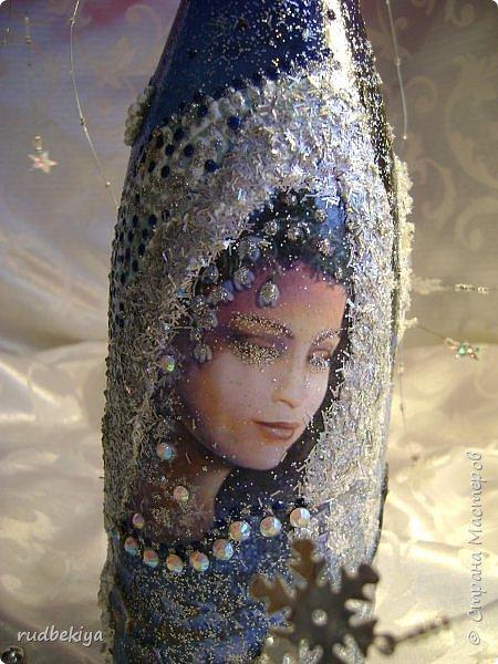 Доброй ночи страна Мастеров! Хочу показать Вам свою любимую бутылочку Снежная королева. Делала я ее моей хорошей знакомой с каким то особым трепетным чувством. тема была навеяна во-первых, тем что это ее любимая сказка, а также чудесным аквамариновым цветом бутылочки.  Я думаю, что Вы все хорошо помните эту замечательную сказку. Так что приятного путешествия...Все стихи взяты из  Сказки в стихах Снежная королева. (По мотивам одноимённой сказки Г. Х. Андерсена. Переложение на стихи — Владимир Глушков). фото 16