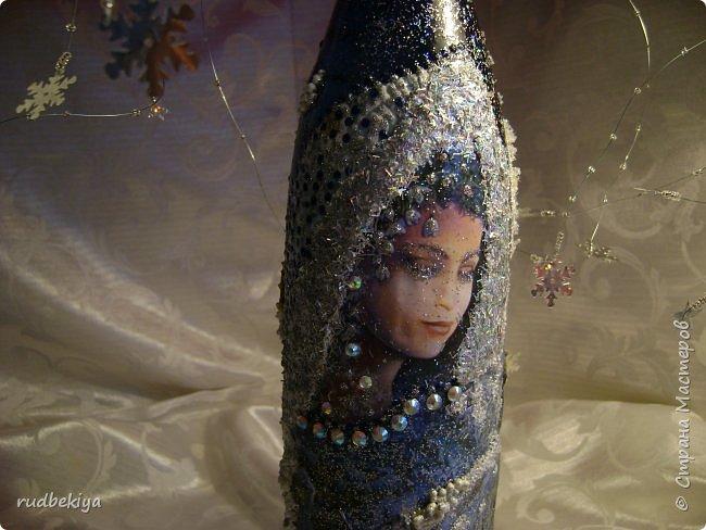 Доброй ночи страна Мастеров! Хочу показать Вам свою любимую бутылочку Снежная королева. Делала я ее моей хорошей знакомой с каким то особым трепетным чувством. тема была навеяна во-первых, тем что это ее любимая сказка, а также чудесным аквамариновым цветом бутылочки.  Я думаю, что Вы все хорошо помните эту замечательную сказку. Так что приятного путешествия...Все стихи взяты из  Сказки в стихах Снежная королева. (По мотивам одноимённой сказки Г. Х. Андерсена. Переложение на стихи — Владимир Глушков). фото 17